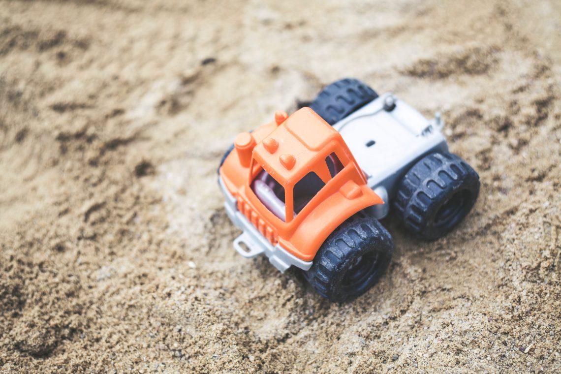 kerti játszótér, játék a homokban